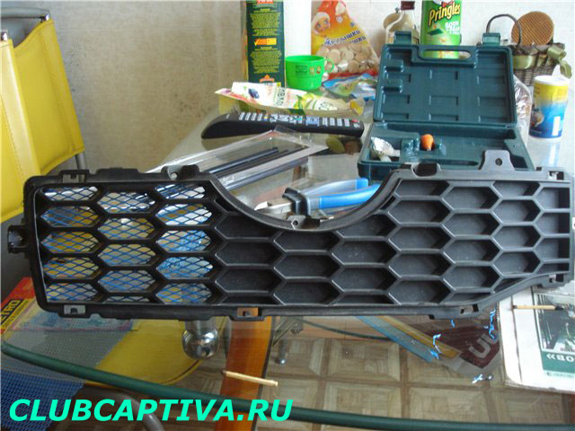 Сетка на накладке бампера Chevrolet Captiva